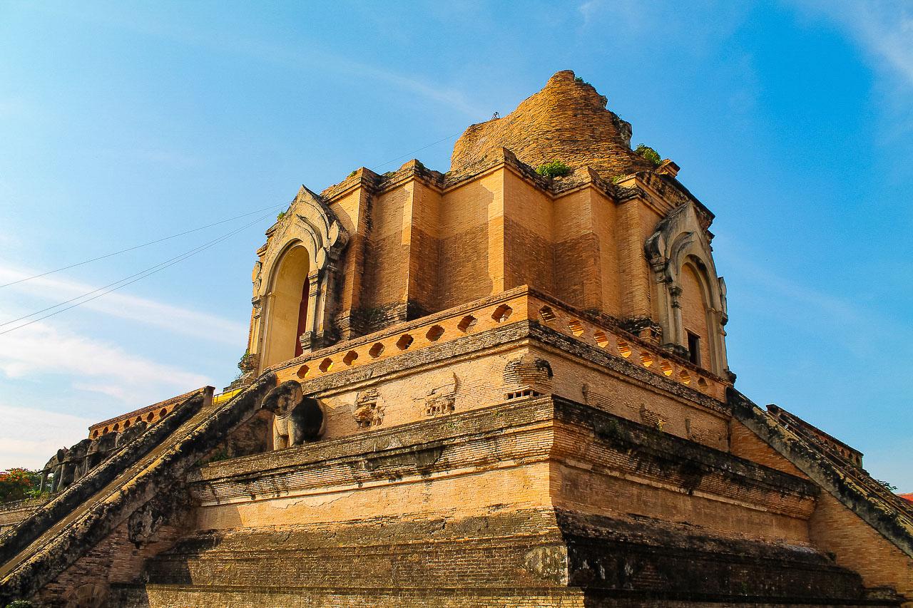 Wat Chedi Luang em Chiang Mai - Tailândia - passeios em Chiang Mai