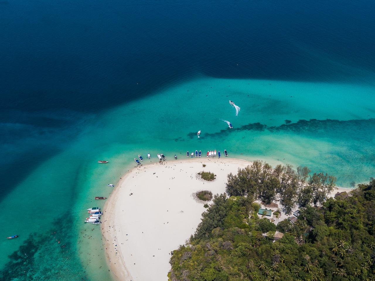 Parte da Bamboo Island vista de cima. Imagem de drone da Tailândia