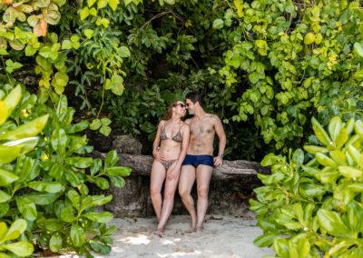 Iuri e Gabi aproveitando os lugares vazios e curtindo as praias em Phi Phi