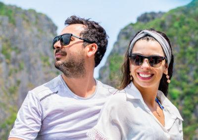 Leiri e Gustavo - curtindo o dia numa lancha privativa em casal em Phi Phi, tailândia