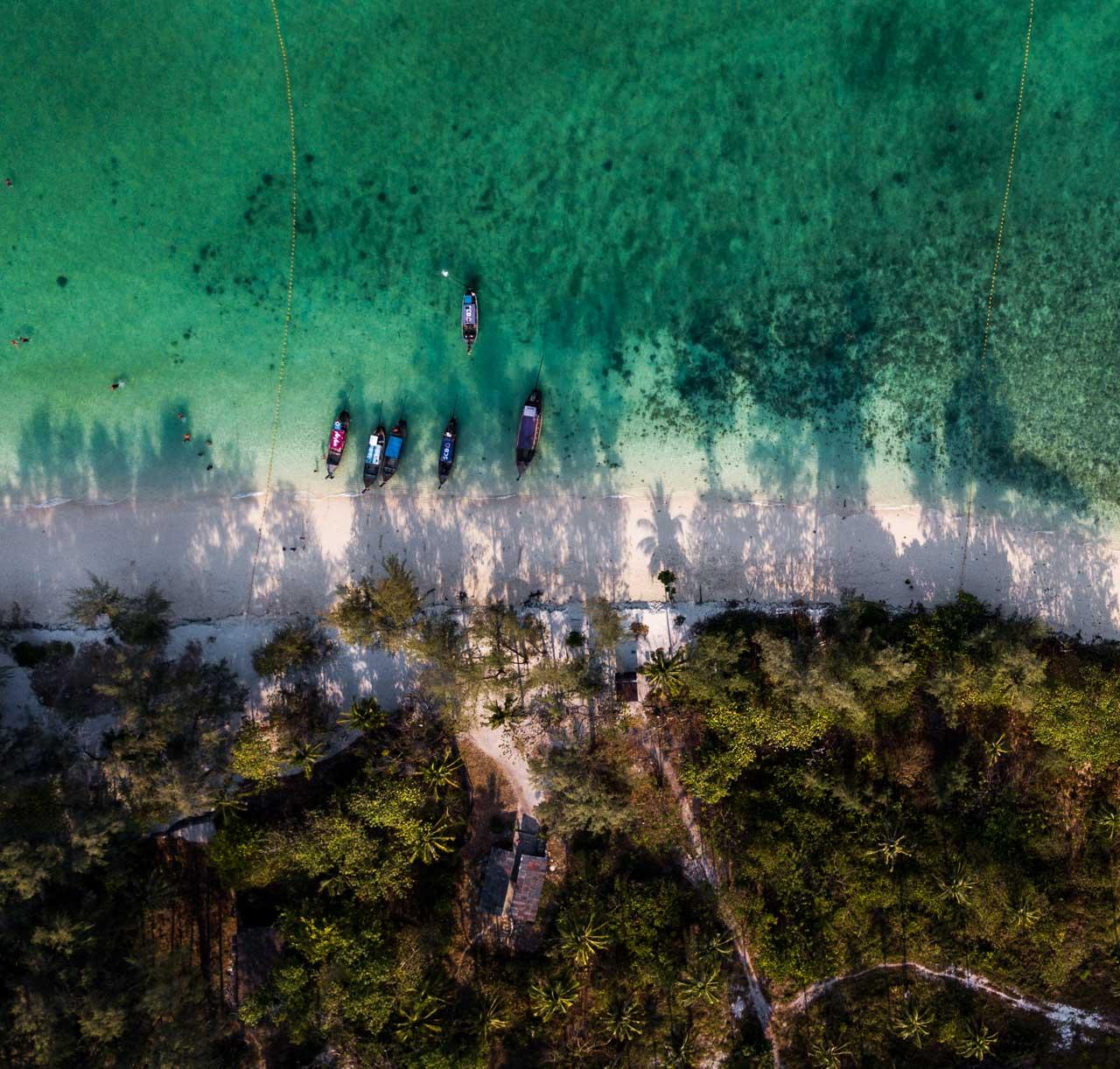 Passeio 4 ilhas Krabi - Poda Island vista de cima - drone na Tailândia