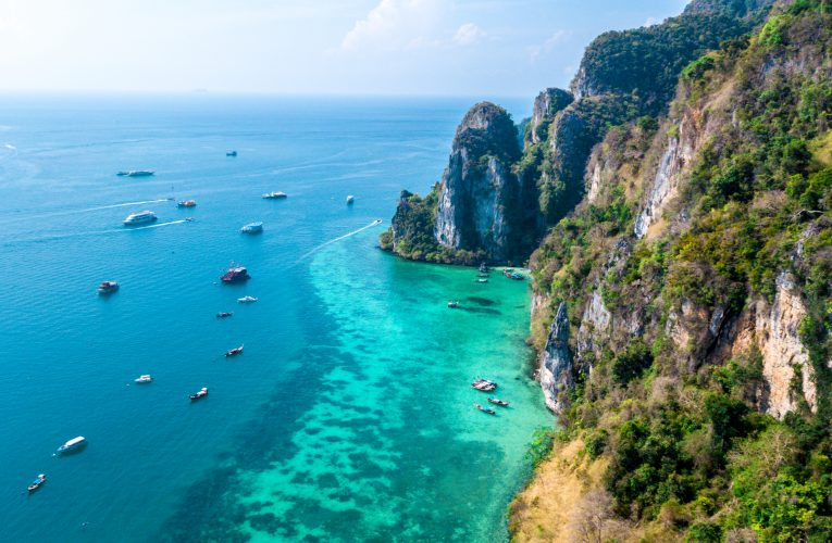 Notícia quarentena Tailândia - drone em phi phi