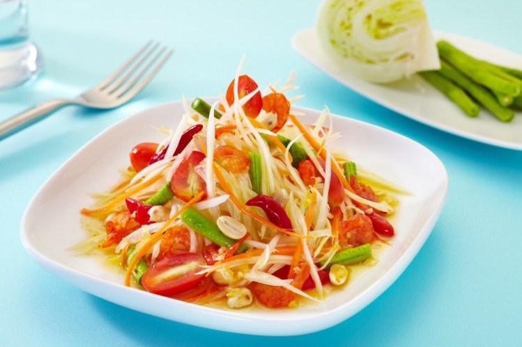 Salada de papaia, uma das comidas típicas que aprendemos a cozinhar no vídeo do Festival Tailandês 2020