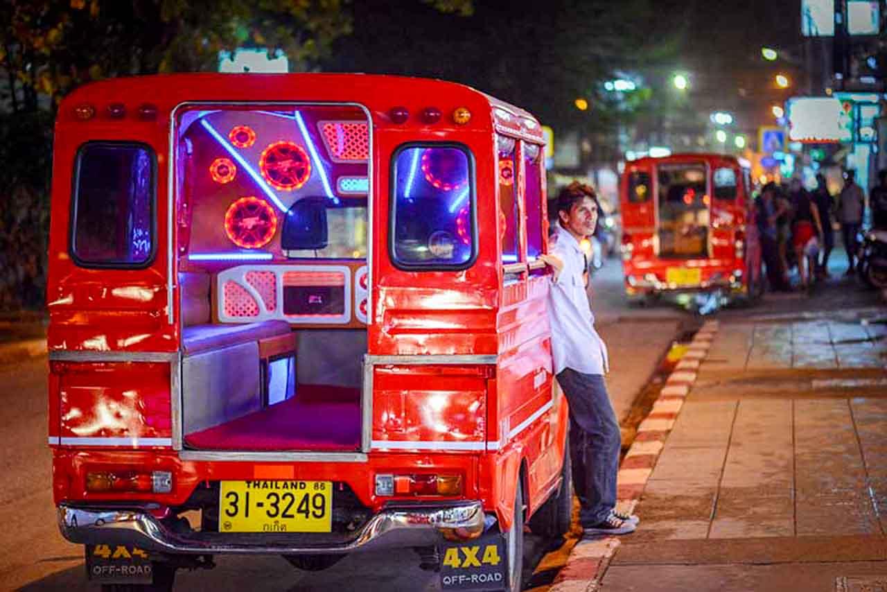 Songtaew em Phuket: um dos principais tipos de transporte nessa ilha da Tailândia