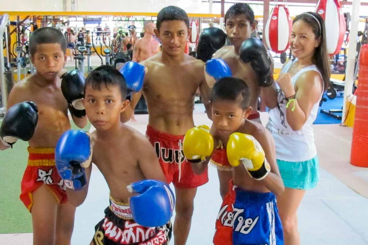 Crianças aprendem desde pequenos a arte marcial e sonham em se tornar profissionais.