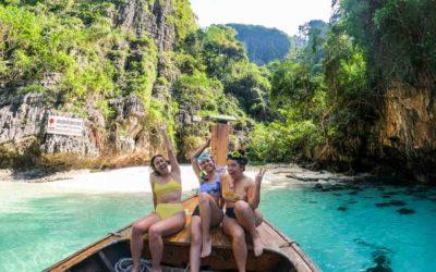 Como foi o passeio de longtail boat privativo em Phi Phi da Júlia e seus amigos