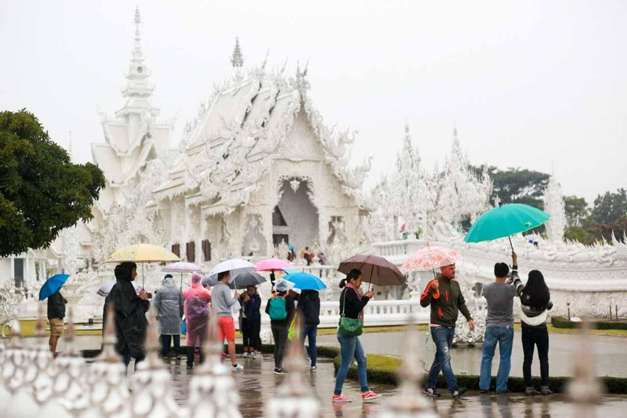 O famoso templo branco em Chiang Rai na Tailândia. Saiba qual a melhor época para visitar a Tailândia e evite isso!