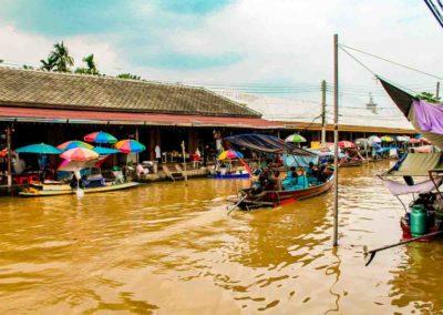 Passeio pelos mercados de Bangkok - barco típico