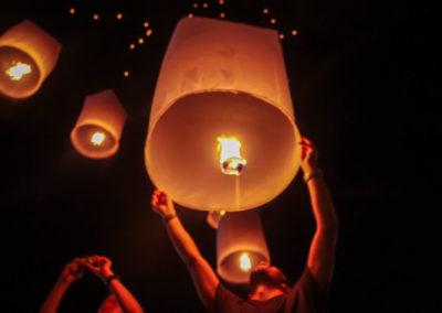 Balões flutuantes - Festival das Lanternas em Chiang Mai Tailândia
