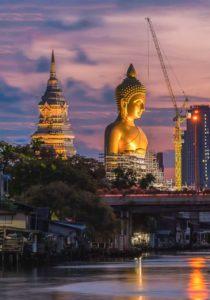 O templo do Buda imenso: Wat Paknam.