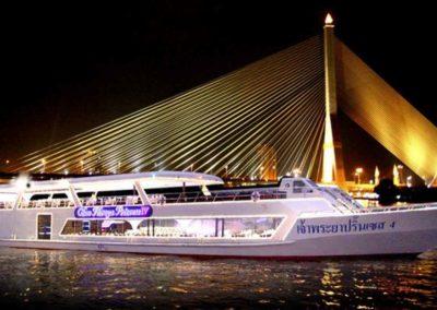 Cruzeiro com jantar em Bangkok - Chao Phraya Princess com buffet - passeio noturno
