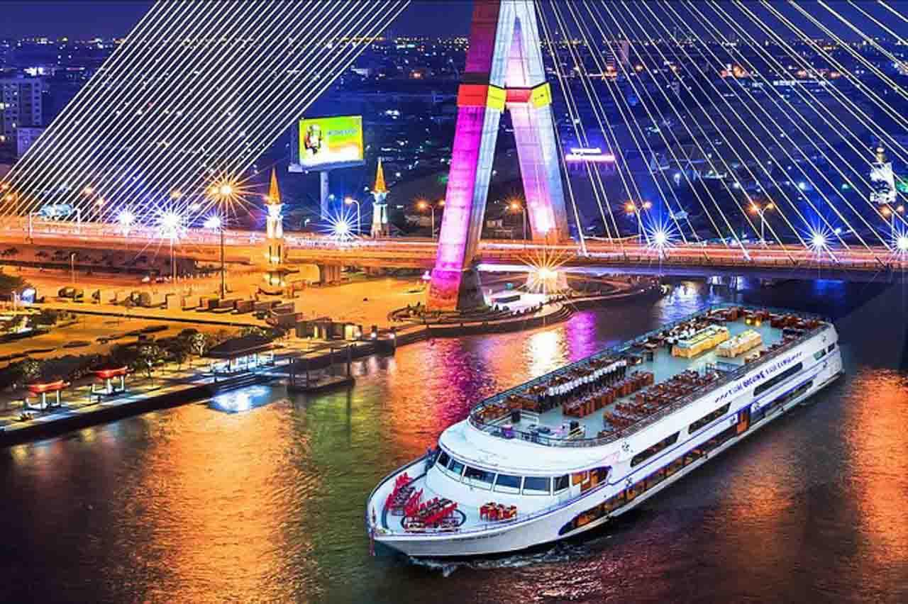 Cruzeiro pelo Rio Chao Phraya em Bangkok, Talândia