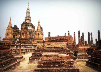 Templos para visitar em cidade perto de Bangkok