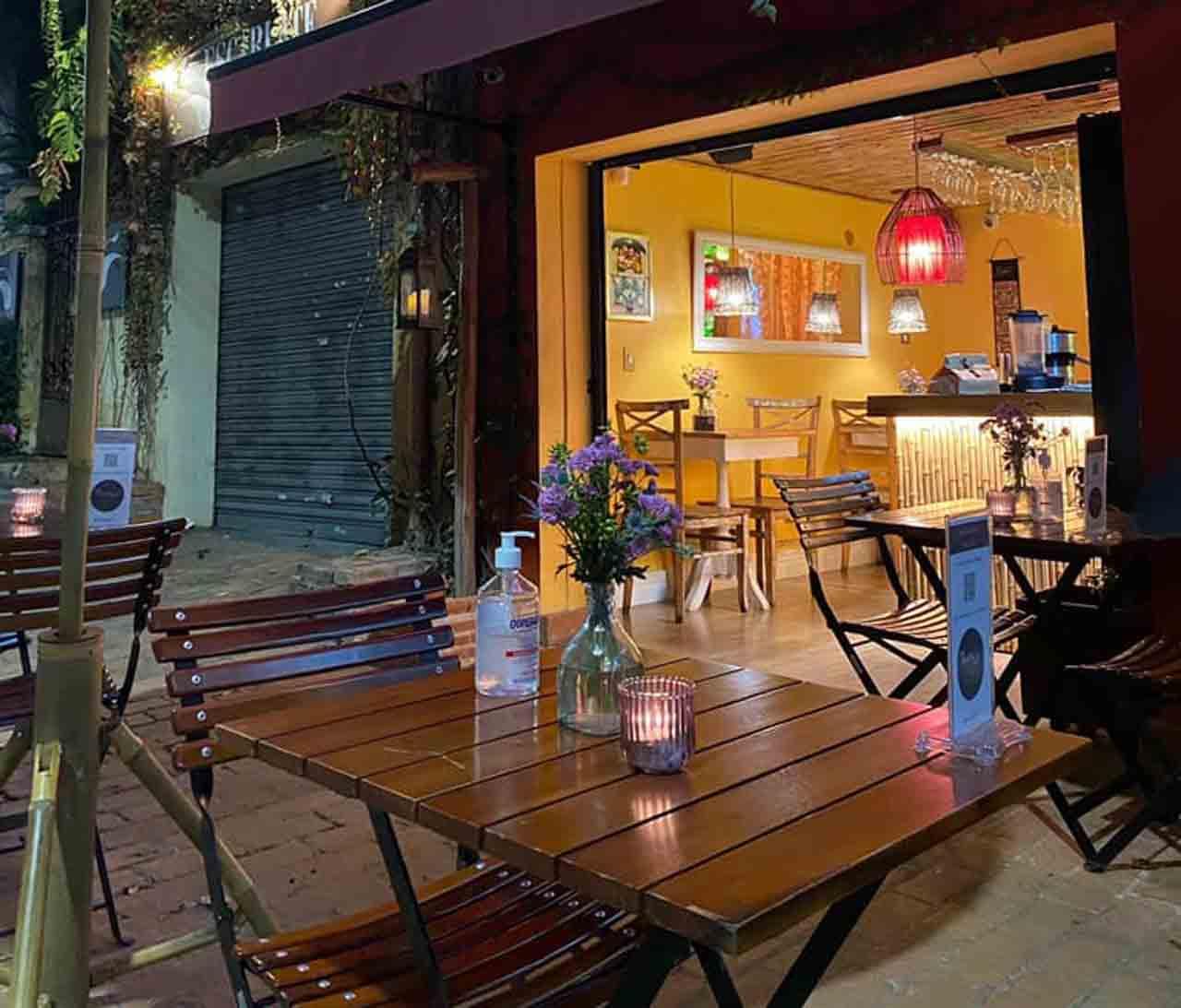 Entrada do ThaiThai Brasil, restaurante tailandês em SP, Brasil.